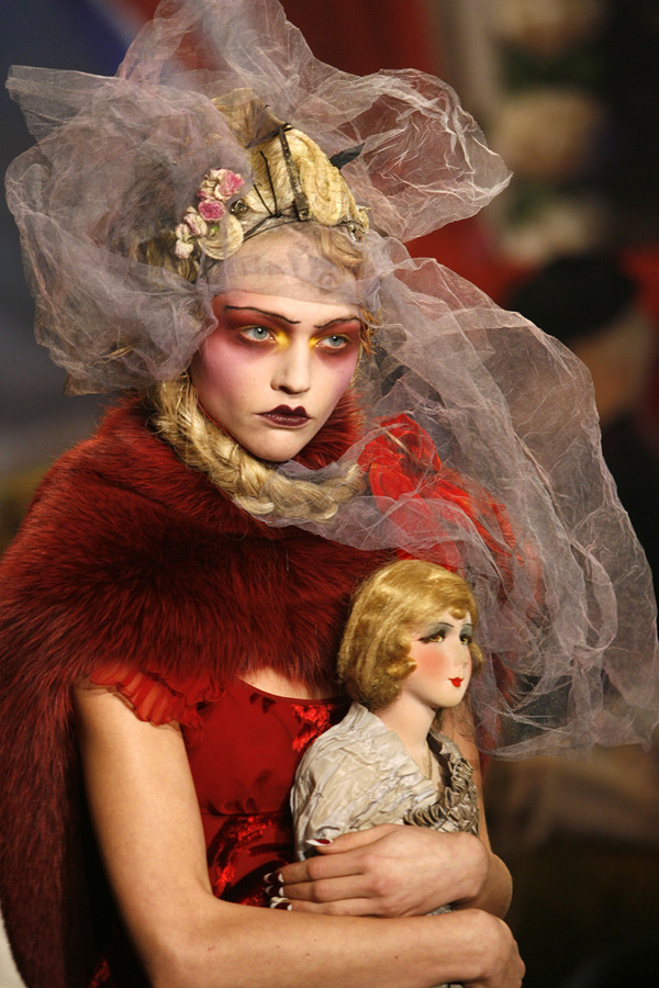 John_Galliano_Paris_Fashion_Week_2007_04B