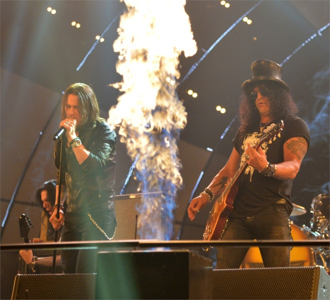 crazy train di ozzy con slash mhles kennedy e biffy clyro chiudono lo show