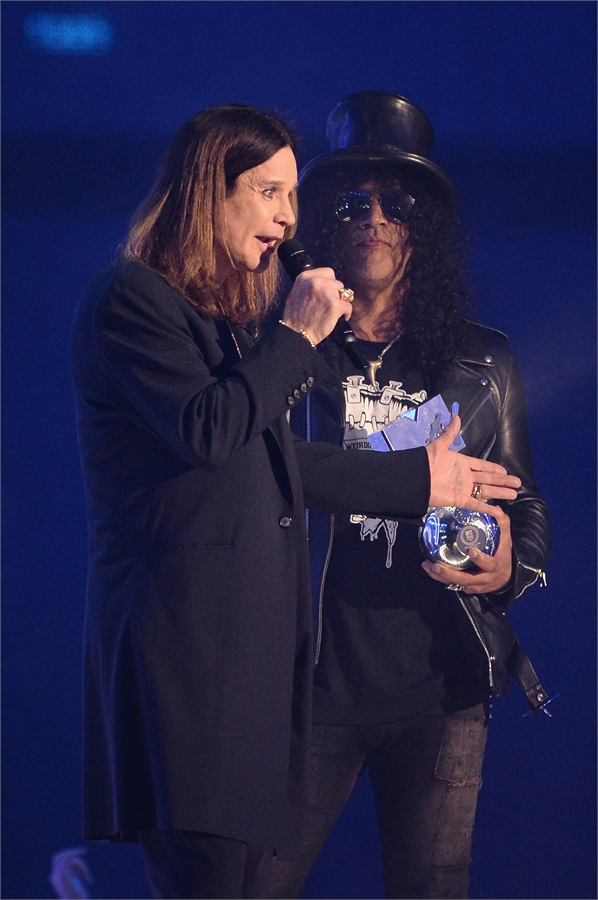 ozzy osbourne riceve il premio global icon da Slash